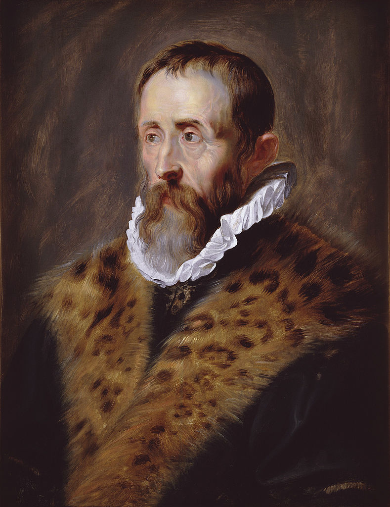 Mężczyzna z brodą w futrze z kryzą